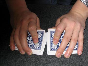 kak-krasivo-tasovat-karty