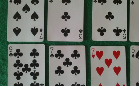 fokusy-s-kartami-ugaday-kartu-2