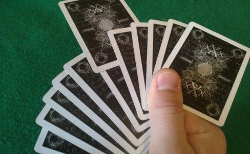 fokusy-s-kartami-ugaday-kartu-6