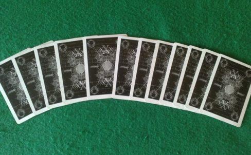 fokusy-s-kartami-ugaday-kartu