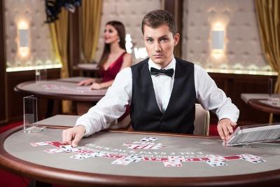 kto-razdayot-karty-v-kazino